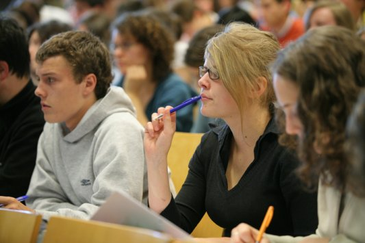 LIBR offers courses in English and organizes two international conferences
